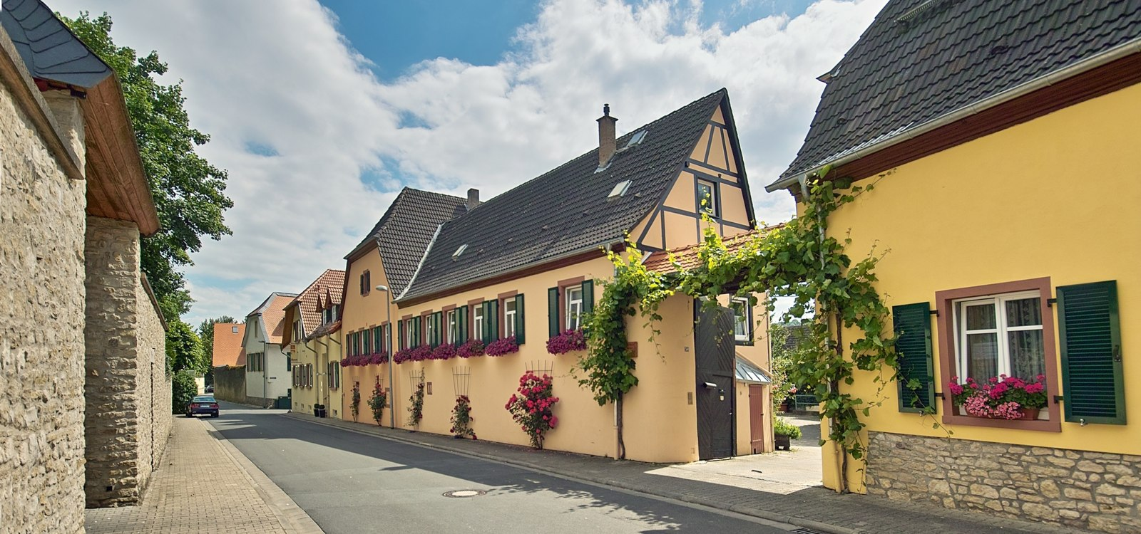 The Ober-Ingelheim district in particular is known for its romantic streets, nooks and crannies., © Horst Göbel / Hünstetten